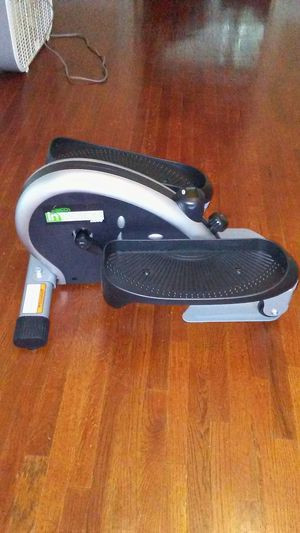 Stamina InMotion E-1000 Elliptical Trainer Exercise Sport Compact Machine Desk for Sale in Tacoma, WA
