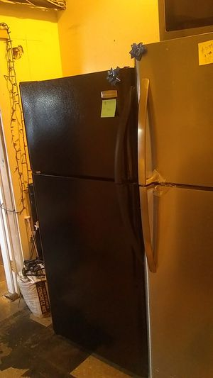 Used excellent condition Frigidaire top and bottom refrigerator for Sale in Halethorpe, MD