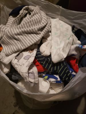 Free newborn, 3 months baby clothes for Sale in Deltona, FL