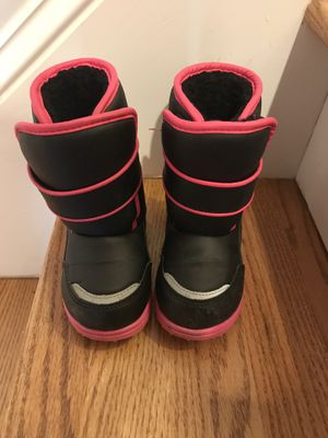 Toddler girl 8 snow boots for Sale in Fuquay Varina, NC