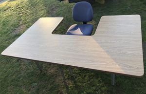 Desk with chair for Sale in Mountlake Terrace, WA