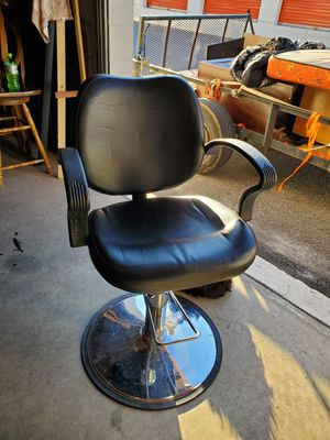 HYDRAULIC BARBER CHAIR for Sale in Greenville, SC