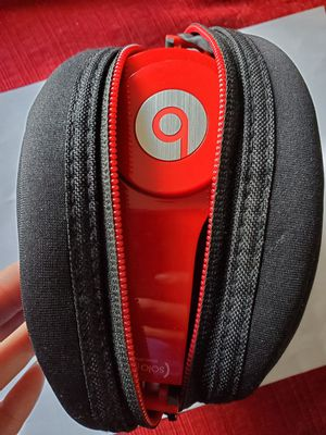 Never used Beats by Dre Solo headphones for Sale in Parkdale, OH