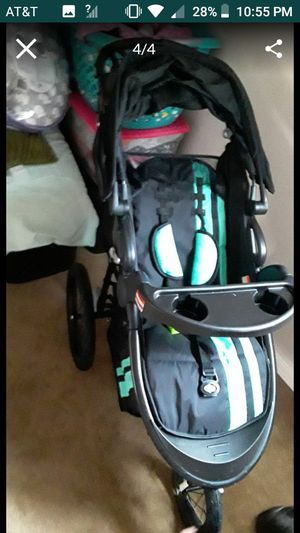 Carseat and stroller set for Sale in Tacoma, WA