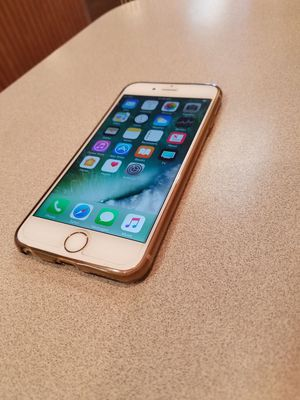 Gold iPhone 6s 16gb unlocked for Sale in Columbus, OH