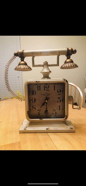 Phone clock antique decor for Sale in Hialeah, FL