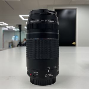 Canon lens 75-300mm 1:4-5.6 for Sale in Hacienda Heights, CA