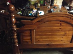 Queen head & footboard with rails for Sale in Jacksonville, NC