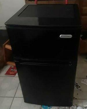 Mini fridge for Sale in Markham, IL