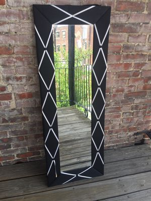 FANCY WALL MIRROR WITH BLACK AND WHITE BORDER for Sale in Boston, MA