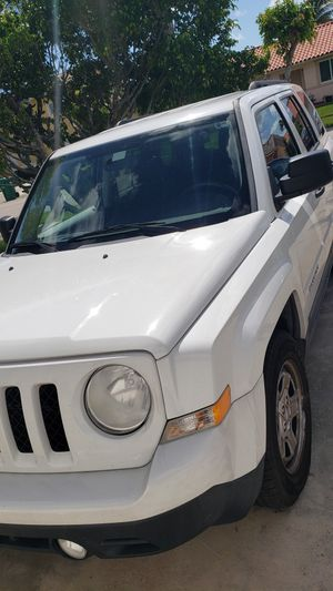 Jeep patriot 2011 for Sale in Miami, FL