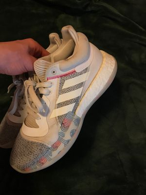Adidas basketball size 8 for Sale in Acampo, CA