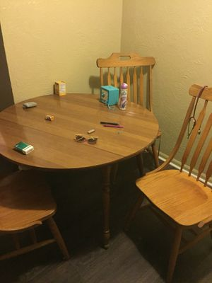 Dining room table, 4 chair, folds on two sides, circle to rectangle, slightly used, no damages 75 for Sale in Detroit, MI