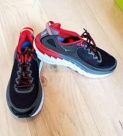 BRAND NEW Hoka One One Bondi 5 Black Formula One Red Running Shoes Mens 8.5 for Sale in Morgan Hill,  CA