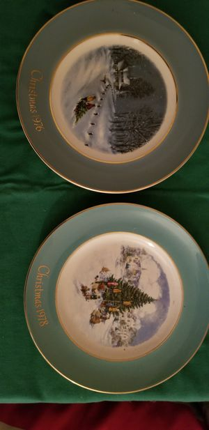 2 Christmas plates from the 70s 60 $ pr obo for Sale in Milford, CT