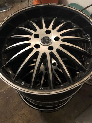 20ich black an silver Rims for Sale in Houston, TX