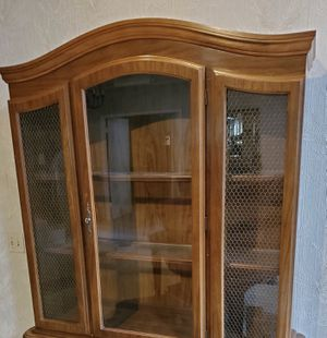 FREE China Hutch without the bottom cabinet for Sale in Fullerton, CA