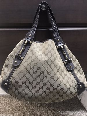 Authentic Gucci Pelham Shoulder Bag and Matching wallet for Sale in San Antonio, TX