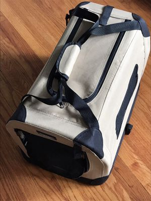 Puppy cage / carrier / travel for Sale in Trenton, NJ