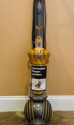 Dyson MultiFloor 2 Vacuum Cleaner for Sale in Raymond,  NH