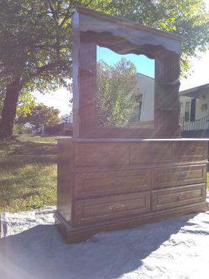 Dresser/Mirror for Sale in Lynchburg, VA
