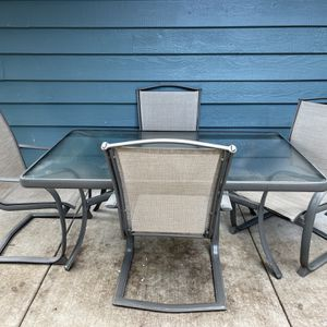 Outdoor Patio Furniture - Dining Table, End Table, & 6 Chairs for Sale in Mountlake Terrace, WA