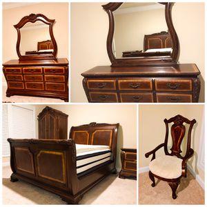 Queen bedroom suite for Sale in Alpharetta, GA