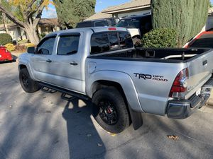 2009 Toyota Tacoma Pre Runner V6 4 door 5'Bed for Sale in Chino, CA