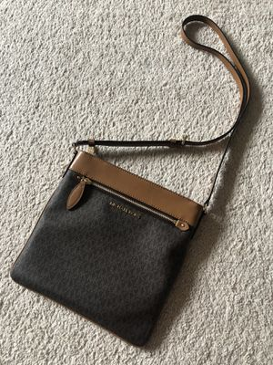 Michael kors crossbody for Sale in Lafayette, CO