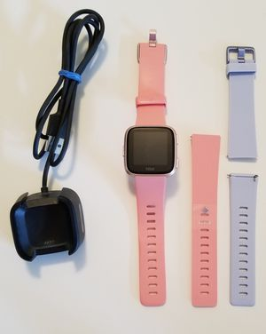 Fitbit Versa (rose gold) for Sale in Puyallup, WA
