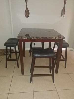 Dining/kitchen table w/4 stools for Sale in Fresno, CA
