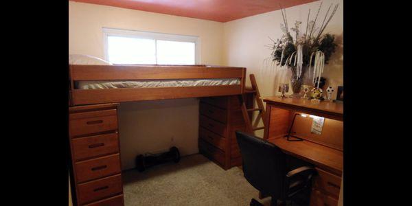 Bunk bed/2 desk set