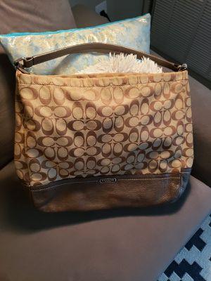 Coach hangbag for Sale in Auburn Hills, MI