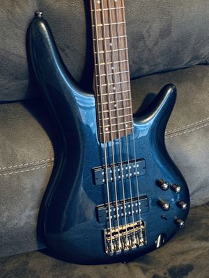 Ibanez SR305E 5-String Electric Bass in Iron Pewter & Gator Deluxe Locking Molded Case for Bass for Sale in Vancouver, WA