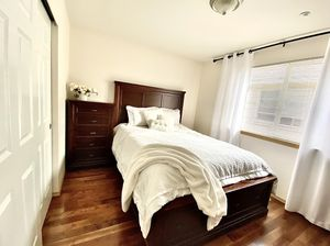 Wood bed set for Sale in Everett, WA