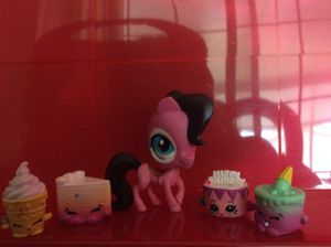 A excellent Lps baker such as this Beautiful horse!Pack comes with Four shopkins that a bakery themed and a Beautiful Horse! Shopkins and horse may b for Sale in Kissimmee, FL