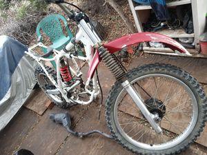 1994 Honda xr200r dirt bike needs parts it has spark for Sale in Phelan, CA