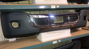 Freightliner Cascadia Bumper Chrome With Hole Chrome for Sale in San Leandro, CA