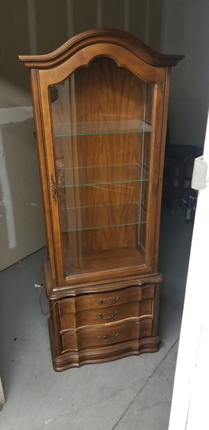 China hutch cabinet, Excellent Condition for Sale in Lynwood, CA