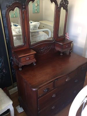 Antique dresser for Sale in Los Angeles, CA