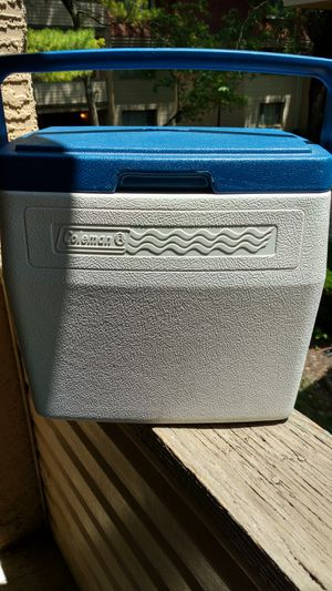 Coleman blue and white personal cooler for Sale in Columbus, OH