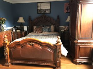 Queen bedroom furniture for Sale in Bonney Lake, WA