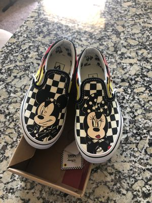 Limited edition mickey/minnie Vans sze 11 for Sale in Richardson, TX