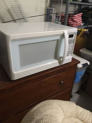 Microwave (White) (Works well) for Sale in Nokomis, FL