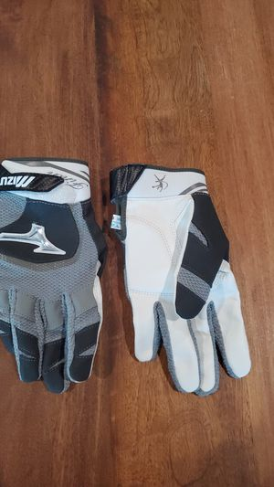 Mizuno womens softball gloves for Sale in Long Beach, CA