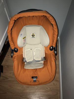 Baby car seat ,infant car seat for Sale in Puyallup, WA