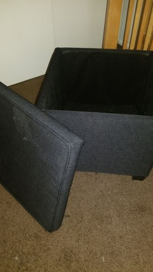 FREE Mini ottomon with storage for Sale in Hazelwood, MO
