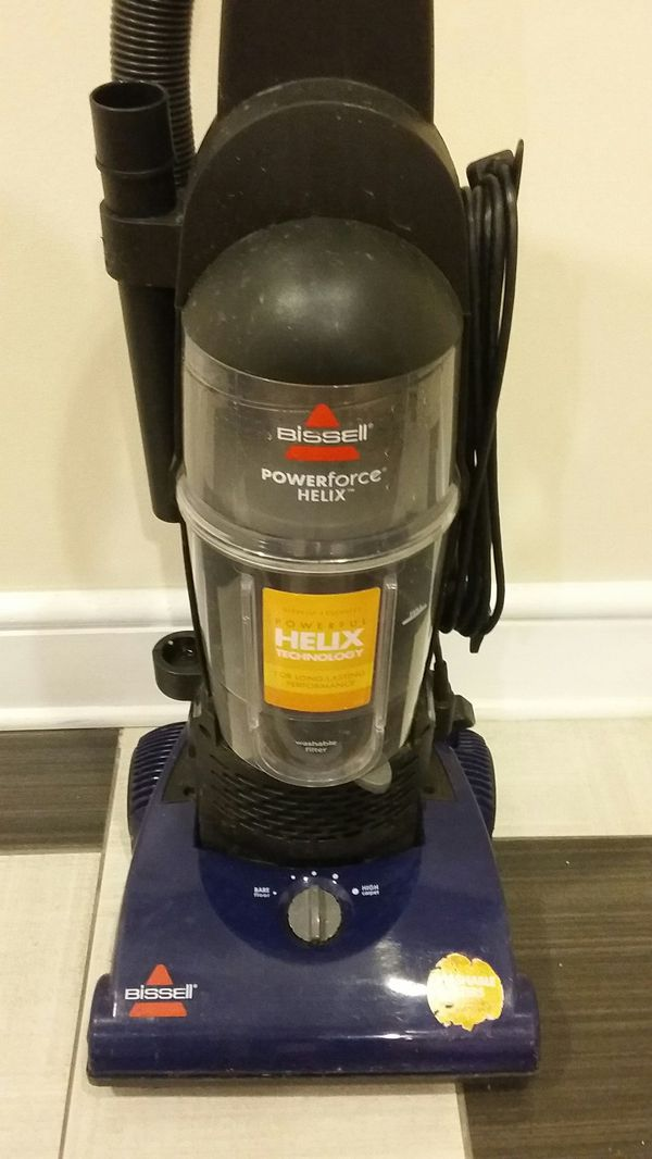 NICE BISSELL POWERFORCE HELIX TECHNOLOGY FOR LONG LASTING PERFORMANCE BAGLESS VACUUM CLEANER WITH WASHABLE FILTER, EXCELLENT CONDITION