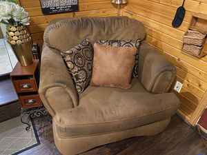 Lounge Chair and Pillows for Sale in Bloomington, IL