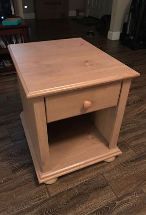 End table/ night stand for Sale in Winter Haven, FL
